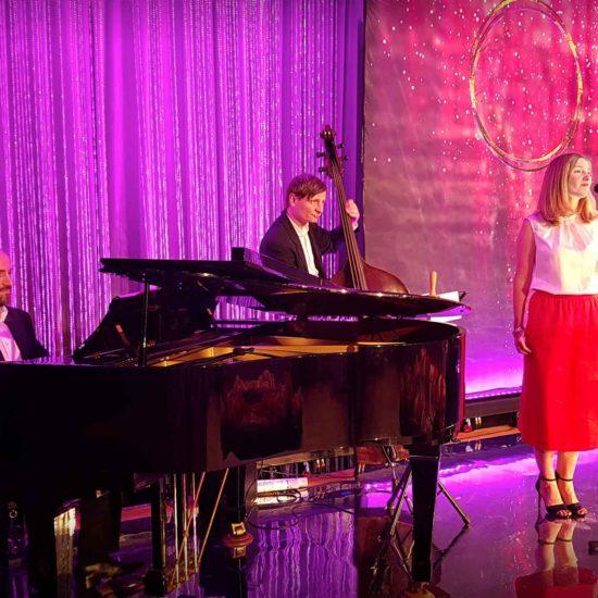 BERLINs FINEST Jazztrio mit Sängerin, Piano und Kontrabass