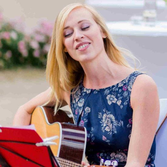 Christin Krause Hochzeitssängerin Solo Gitarre Trauung