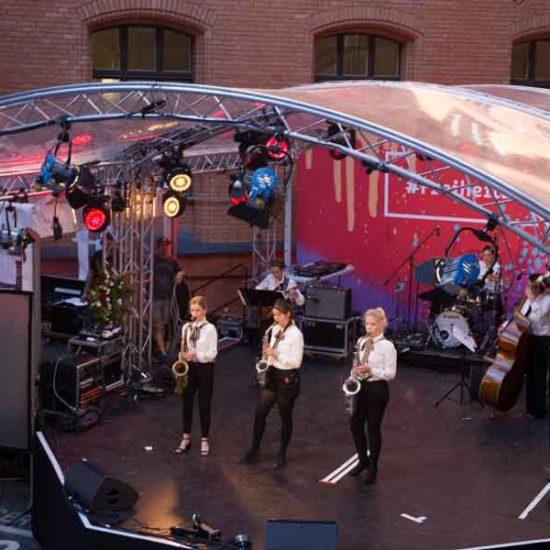 Die Jazzband MOON GLOW bei einem Auftritt für die Stadt Berlin
