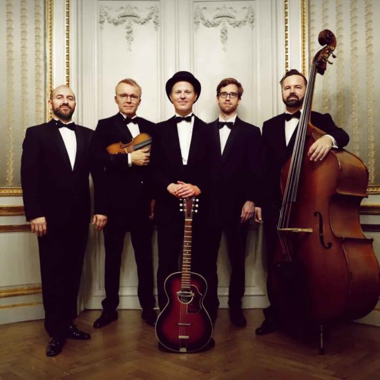 Manuel von Eden Quintett mit Violine, Gitarre und Kontrabass