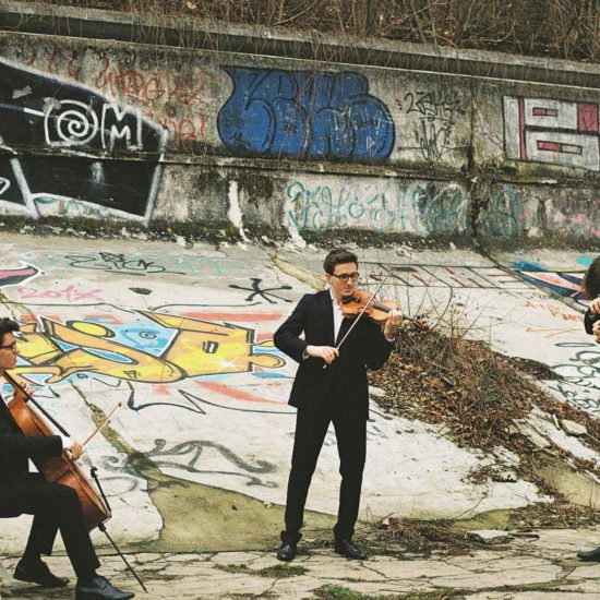 Das Dresdner Streichtrio CoverMen spielt auf zwei Violinen und einem Violoncello