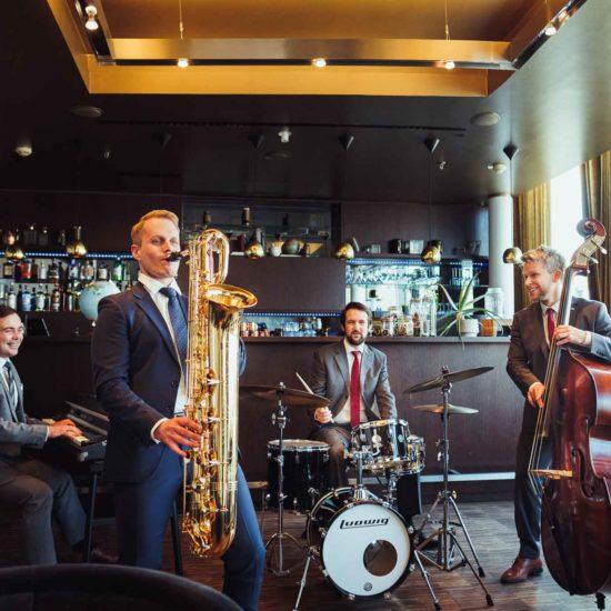 Die Jazzband Swing Department mit Philipp Schoof am Baritonsaxophon